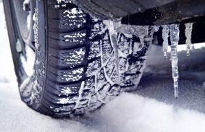 Winterreifen mit Eiszapfen